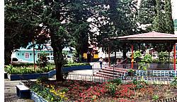Habla Ya språk center är bara ett kvarter från Boquete Central Park